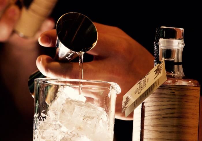 Preparare cocktail in casa con gli attrezzi giusti: ecco come